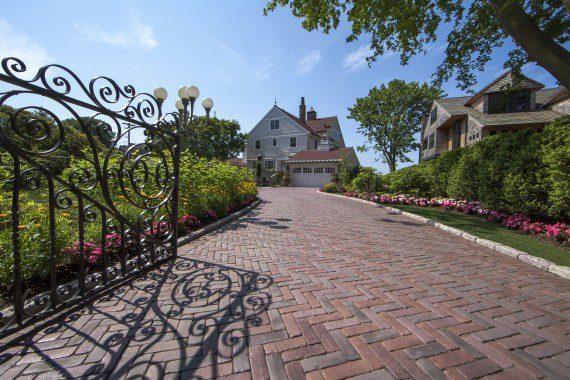 Medina, Ohio – Herringbone Design Paver Driveway