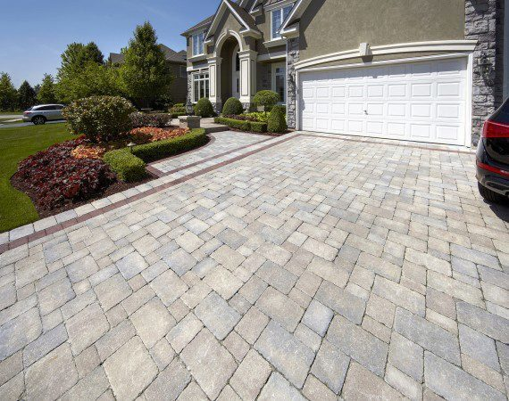 Broadview Heights – Paver Driveway With Matching Walkway