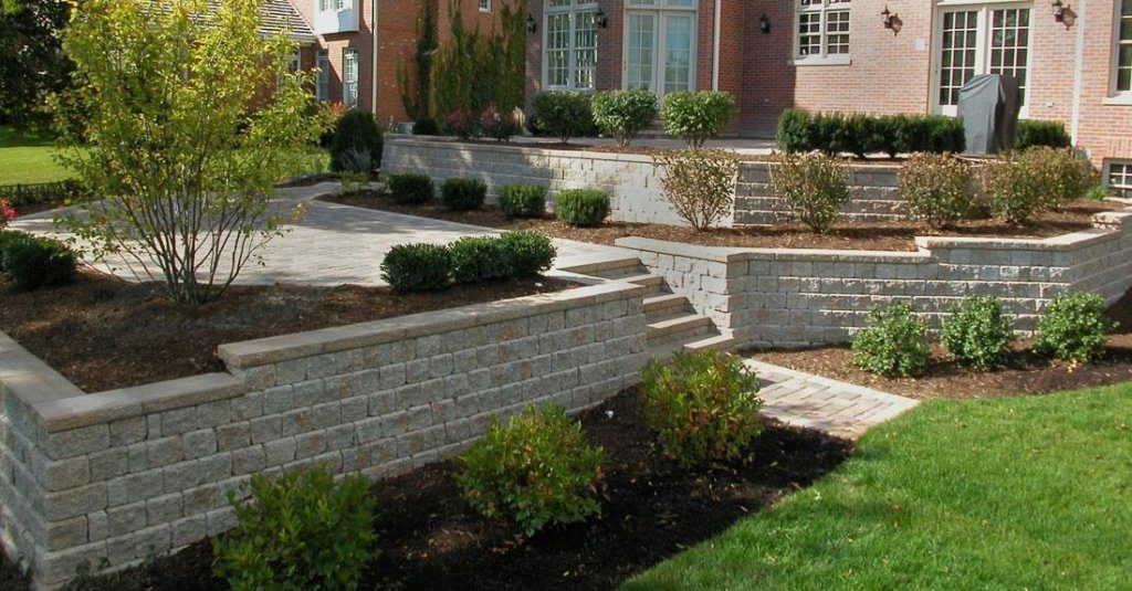 Independence, Ohio – Retaining walls used to create Multi Level Patio