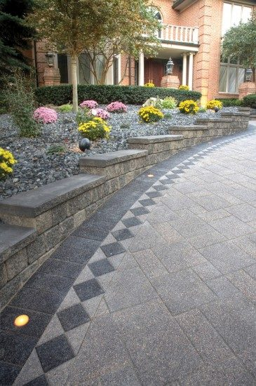 Moreland Hills, Ohio – Paver Driveway with inset lights