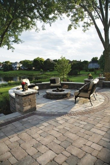 Medina, Ohio – Paver Patio with Fire Pit Feature
