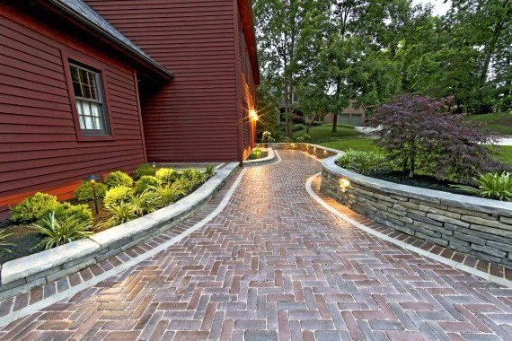 Russell Township, Ohio – Simple But Elegant Old World Feel Walkway