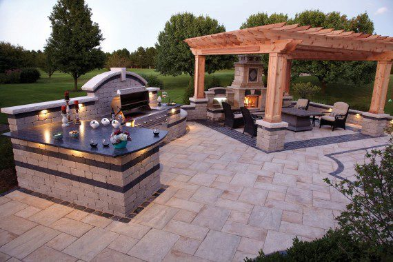 Medina, Ohio – Outdoor Kitchen and Living Space with Fire Feature